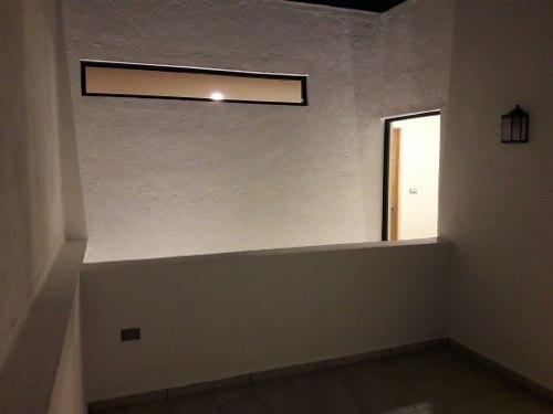 hermosa casa en punta esmeralda, 3 recámaras con baño, sótano, lujo total!