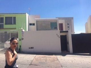 hermosa casa en renta en fracc milenio iii qro. mex.