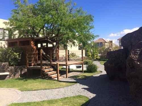 hermosa casa en renta ubicada en privada con alberca en zibata !!