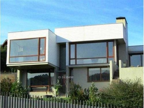 hermosa casa en sector isla teja en valdivias