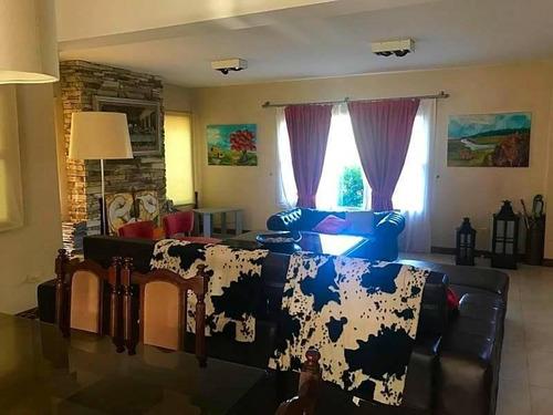 hermosa casa en venta 5 amb + play room. - barrio los pilares