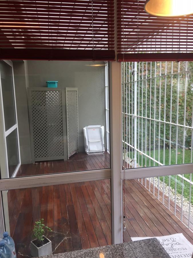 hermosa casa en venta, 5 ambientes con jardín, en barrio caferata, parque chacabuco