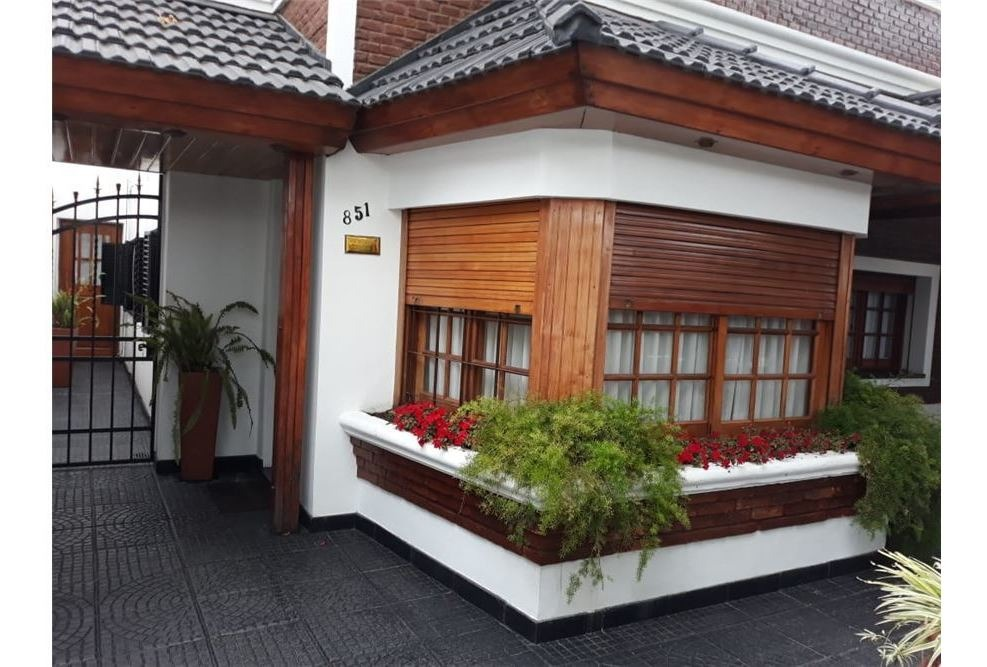 hermosa casa en venta barrio la florida.-
