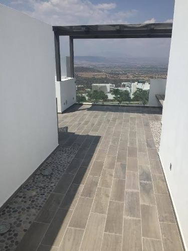hermosa casa en venta con roof garden ubicada en zibata !!