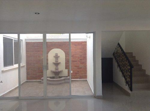 hermosa casa en venta con una recamara abajo en el pueblito qro. mex.