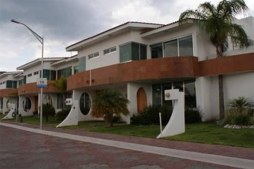 hermosa casa en venta de tres recamaras en residencial bahamas !!