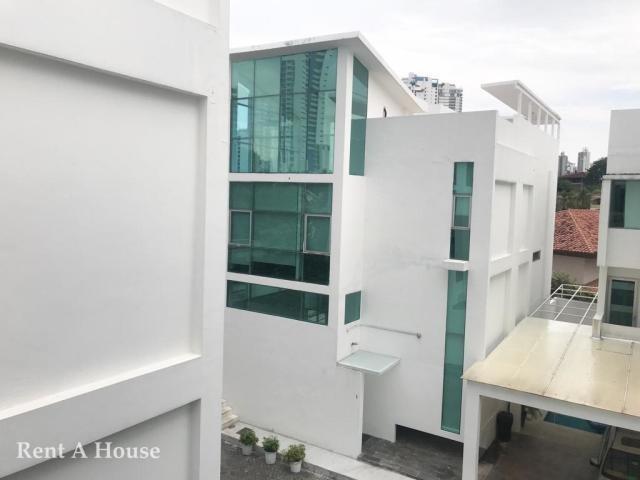 hermosa casa en venta en altos del golf panama cv