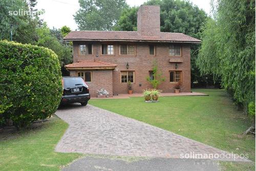 hermosa casa  en venta en bº privado nautico escobar