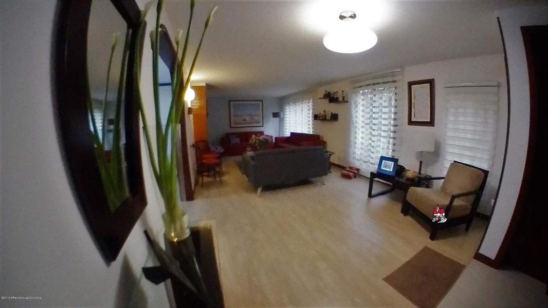 hermosa casa en venta en belmira mls 19-844