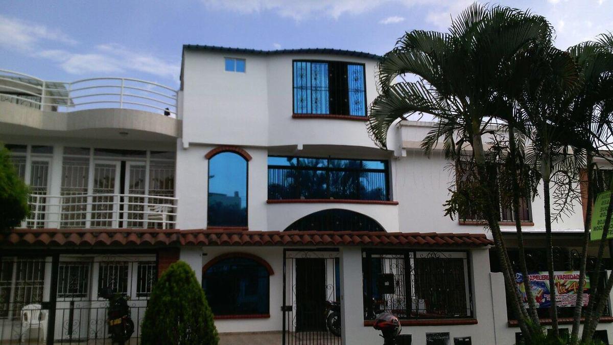 hermosa casa en venta en ciudad 2000