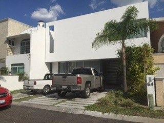 hermosa casa en venta en claustros del sur qro. mex.