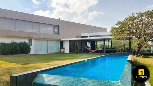 hermosa casa en venta en colinas del urubo