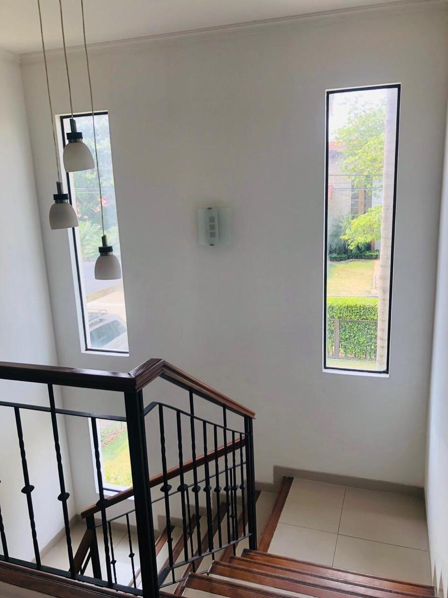 hermosa casa en venta en condominio los parques del urubo