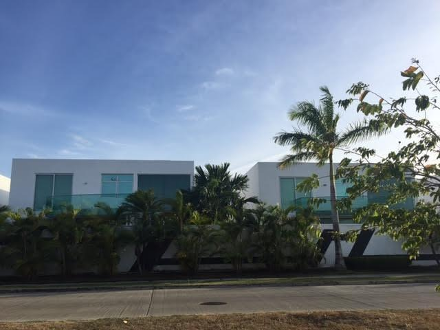 hermosa casa en venta en costa sur panamá cv