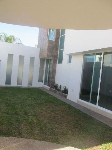 hermosa casa en venta en fracc. rincon campestre qro. mex.