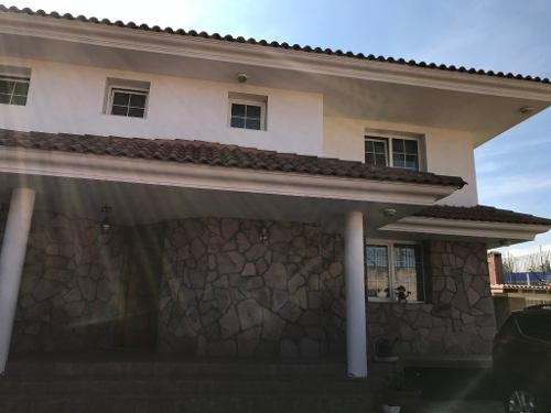 hermosa casa en venta en la colonia barrio de coaxustenco en metepec