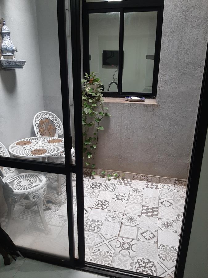 hermosa casa en venta en parque chacabuco, totalmente refaccionada