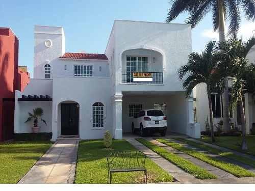 hermosa casa en venta en privada villa real norte merida