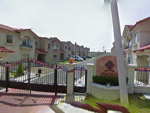 hermosa casa en venta en urbiquinta montecarlo