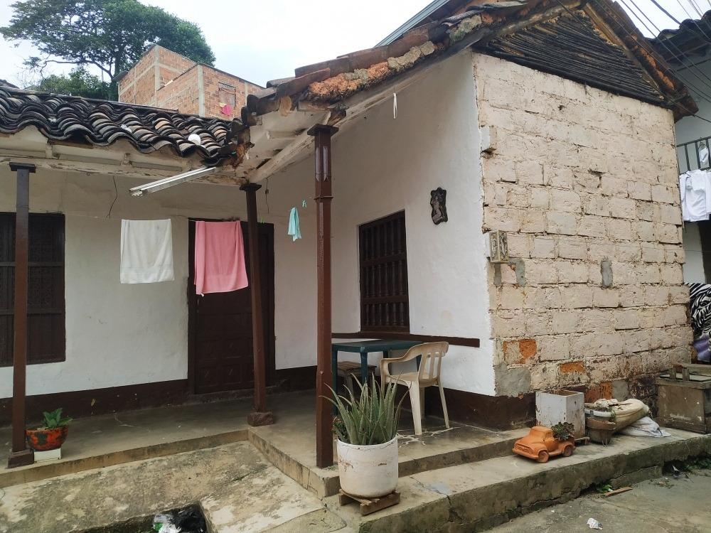 hermosa casa en venta, itagüí, 180 mts2 aproximadamente.