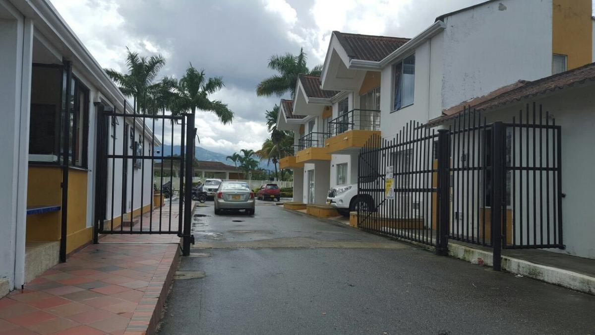 hermosa casa en villavicencio, conjunto cerrado, parque.