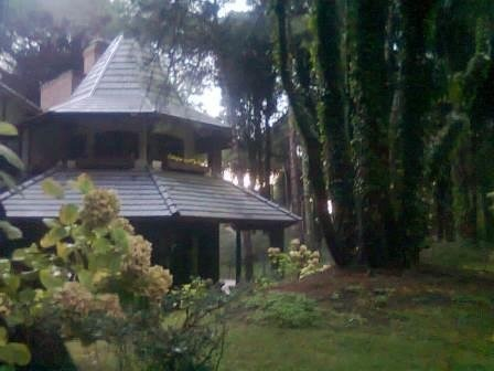 hermosa casa en zona tennis club de cariló. 3 dormitorios