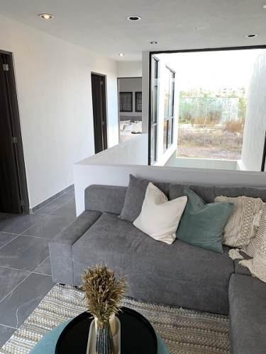 hermosa casa entre el refugio y zibatá, doble altura, jardín, 3 recamaras,..