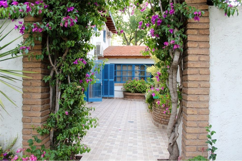 hermosa casa esquina en dorrego