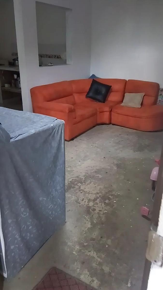 hermosa casa esquinera de dos niveles