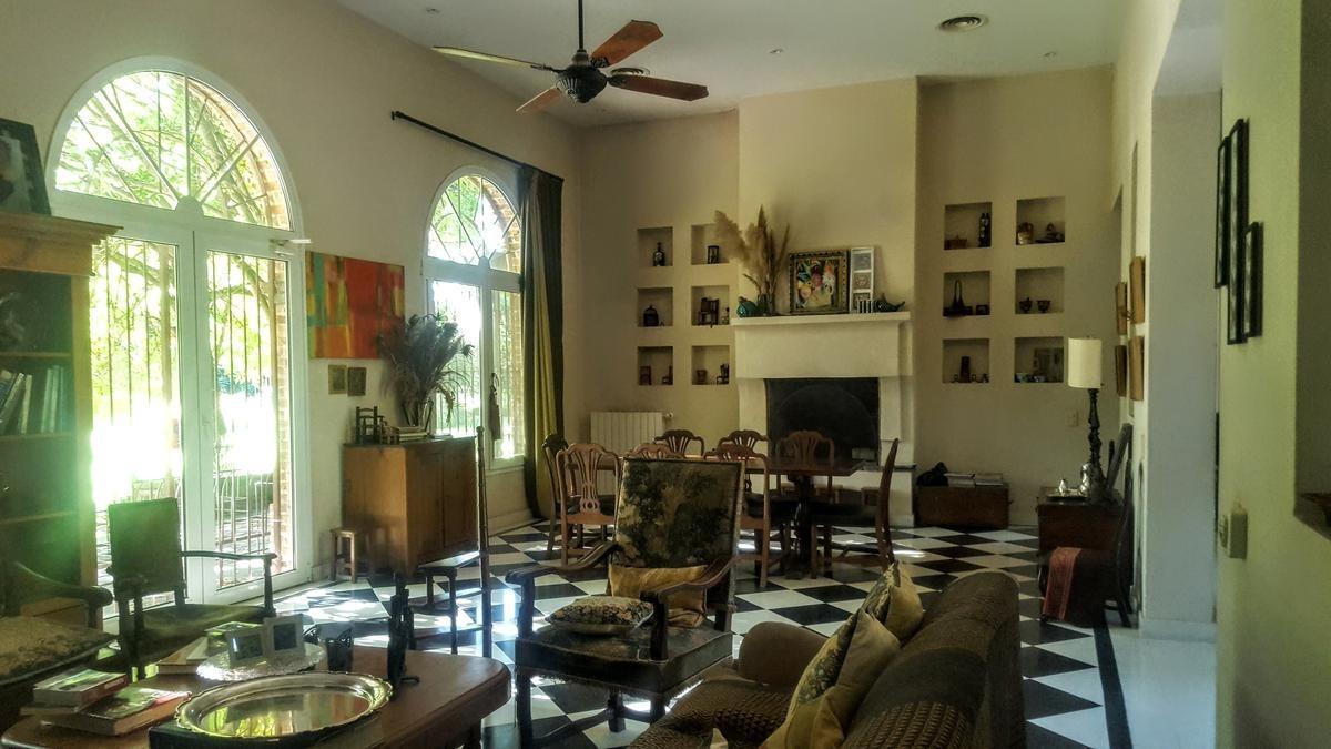 hermosa casa estilo campo de excelente calidad de construcción.