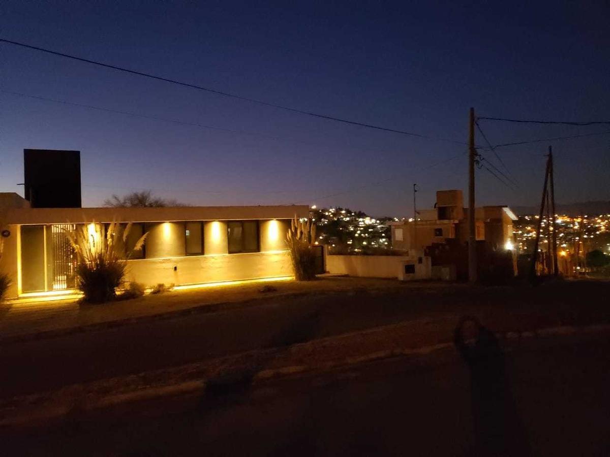 hermosa casa estilo minimalista,dos dormitorios,vista,pileta