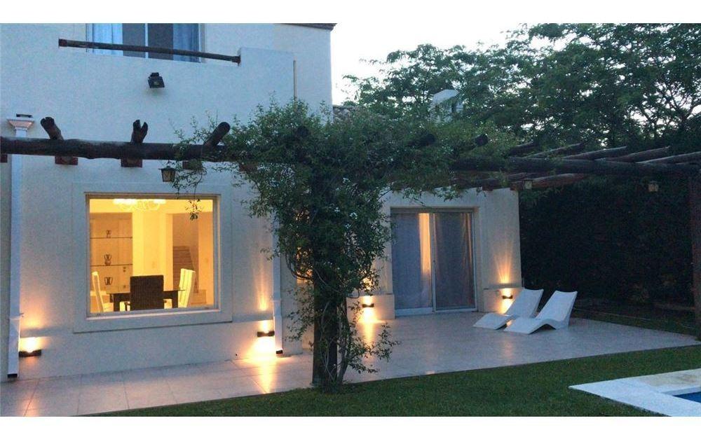hermosa casa estilo villa italiana
