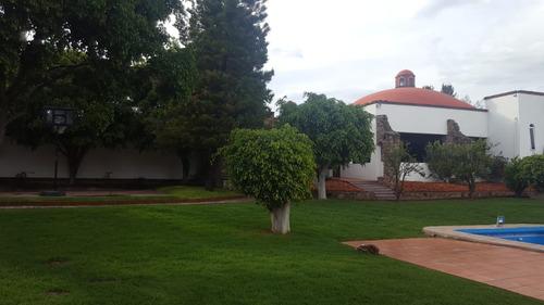 hermosa casa mexicana en lomas de comanjilla