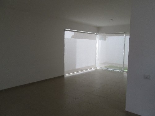 hermosa casa minimalista en el fracc. el refugio qro. mex.