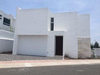 hermosa casa  minimalista en venta en el fracc. el refugio qro. mex.