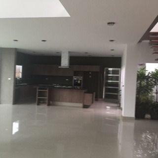 hermosa casa  minimalista en venta en fracc. vista real qro. mex.