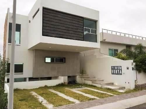 hermosa casa moderna en el mirador