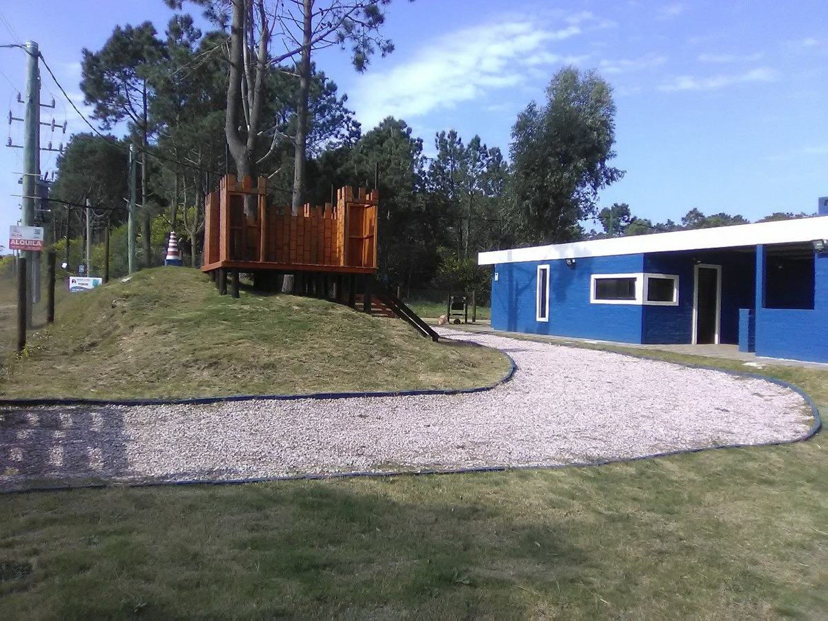 hermosa casa nueva con juegos para niños en punta colorada