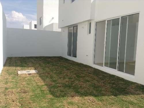 hermosa casa nueva en renta con jardin  en fracc el mirador qro. mex.