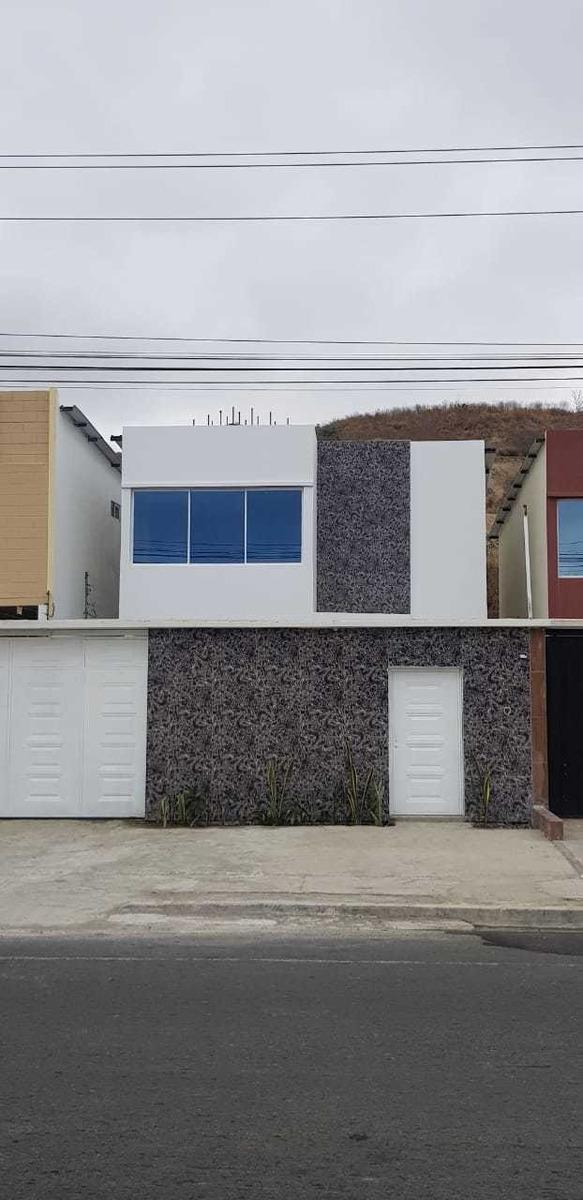 hermosa casa por estrenar en la ciudad de manta