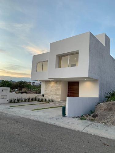 hermosa casa premium, lomas de juriquilla, 4ta rec en pb