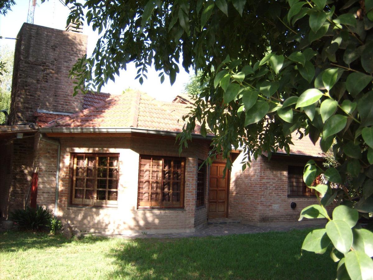 hermosa casa quinta + casa huéspedes  + 2 departamentos