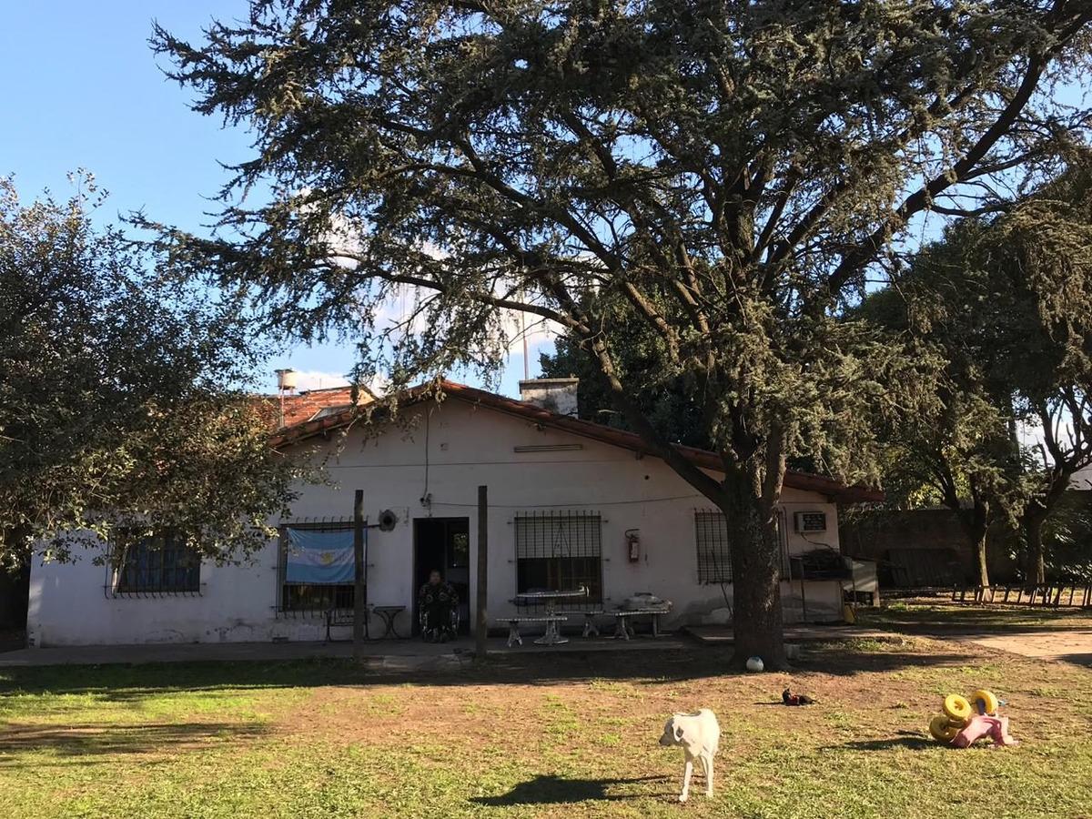 hermosa casa quinta sobre ruta 23