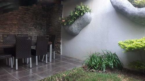 hermosa casa refugio de doña victoria zona 15