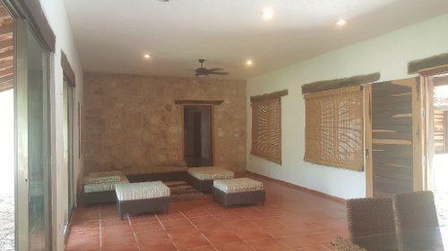 hermosa casa residencial con jardines y alberca ubicado en puerto morelos