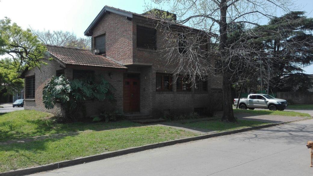 hermosa casa sobre esquina en ranelagh