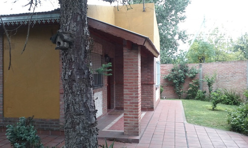 hermosa casa tipo chalet.