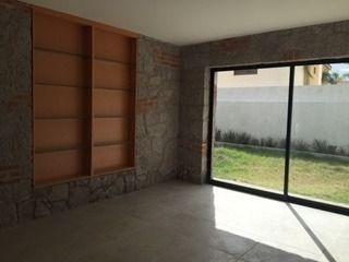 hermosa casa tipo mexicano moderno en venta en cumbres del lago qro. m