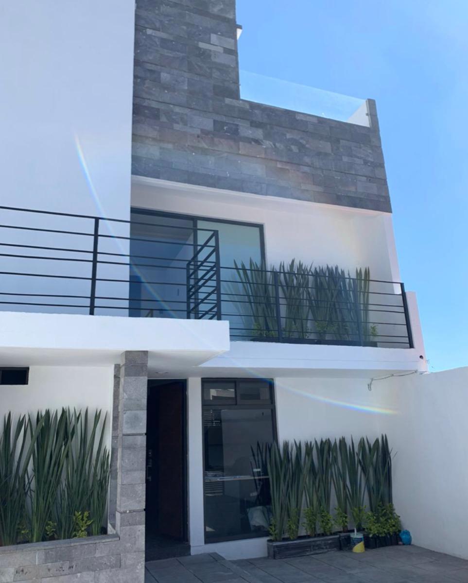 hermosa casa totalmente remodelada en parte baja de las aguilas