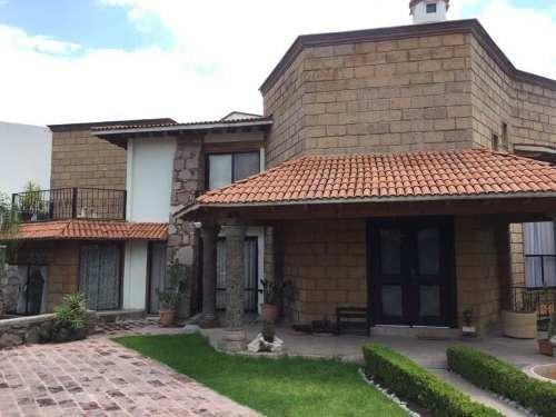 hermosa casa ubicada en una de las mejores zonas cerca de los arcos de queretaro